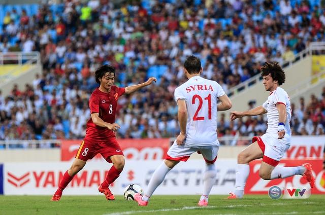 Tuấn Anh (số 8) thi đấu ấn tượng và nhận được không ít lời khen của HLV Hữu Thắng.
