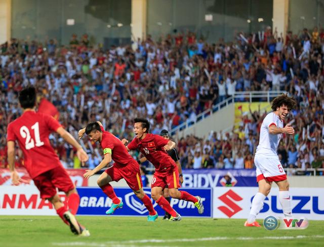 Sau rất nhiều cơ hội, Công Vinh đã có bàn thắng mở tỉ số cho ĐT Việt Nam.