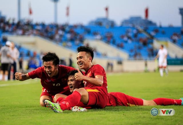 Niềm vui của các cầu thủ Việt Nam sau bàn thắng mở tỉ số.