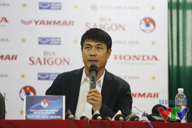 HLV Hữu Thắng phát biểu tại buổi công bố danh sách ĐT Việt Nam (Ảnh: Khánh Nguyễn/VTV News)