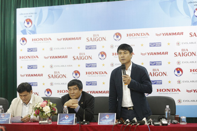 HLV Hữu Thắng chia sẻ trong buổi họp báo công bố danh sách ĐTVN chiều 11/3. Ảnh: Khánh Nguyễn/ VTV News)