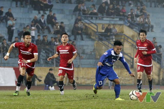 Quang Hải suýt chút nữa đã có thể gỡ hòa sau phút mất tập trung của các cầu thủ áo đỏ