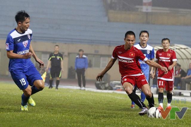 Một cầu thủ khác của B.Bình Dương là hậu vệ trái Xuân Thành cũng để lại ấn tượng với những pha lên công về thủ nhịp nhàng