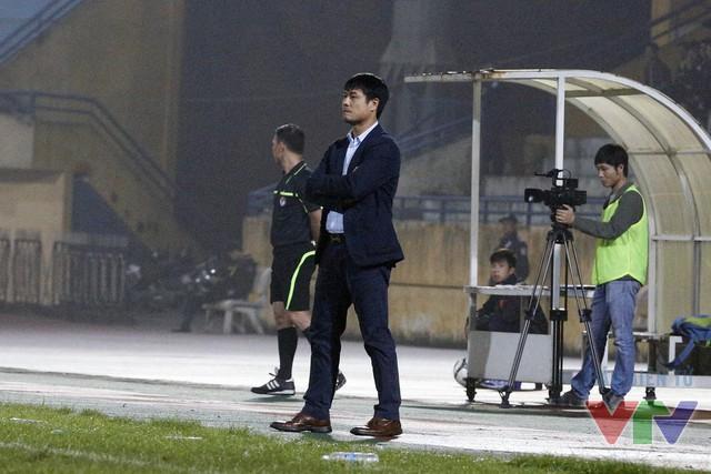 HLV Hữu Thắng từng tuyên bố Công Vinh là tiền đạo hay nhất Việt Nam ở thời điểm này và ông đã không phải thất vọng với người đàn em ở trận đấu này