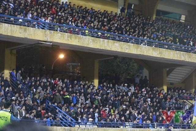 Nhờ tính chất quan trọng của trận đấu mà hơn 10.000 khán giả đã tới sân Hàng Đẫy để theo dõi