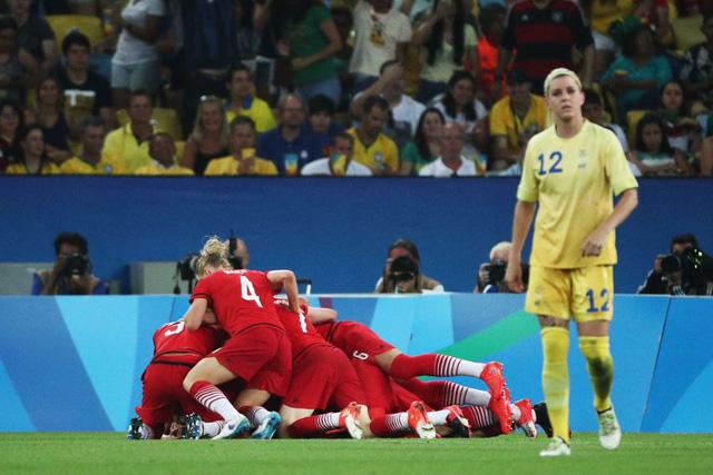 ĐT Đức ăn mừng chiến thắng trước ĐT Thụy Điển