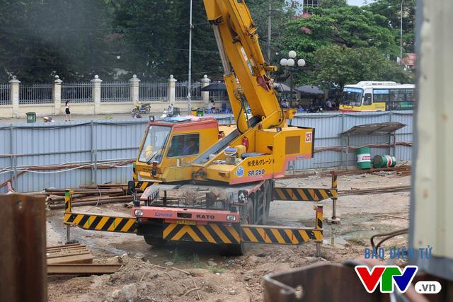 Đoạn đối diện ĐH Giao thông vận tải đang được thi công chuẩn bị cho công đoạn thi công ngầm.