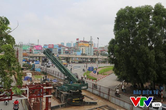 Theo thiết kế, trước cổng ĐH Quốc gia Hà Nội sẽ có một ga dừng đỗ.