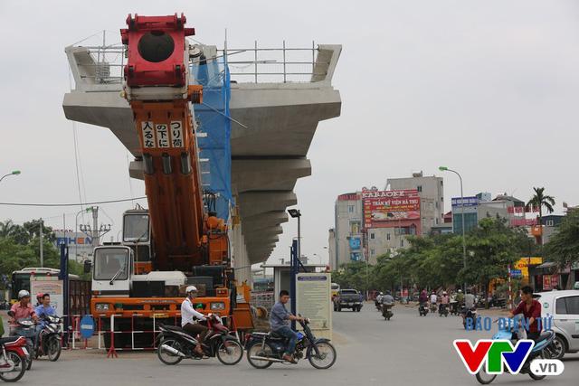 Các hạng mục từ các Ga Nhổn - Minh Khai - Phú Diễn - Cầu Diễn đã được lao lắp dầm. Toàn bộ dự án có 572 tuyến dầm cần lắp đặt, các tuyến dầm này nặng từ 70 đến 150 tấn, gồm 21 loại dầm dài từ 11,7 đến 25m, cao 1,8m, bề rộng bản đáy gần 5m, đỉnh dầm 5,5m.