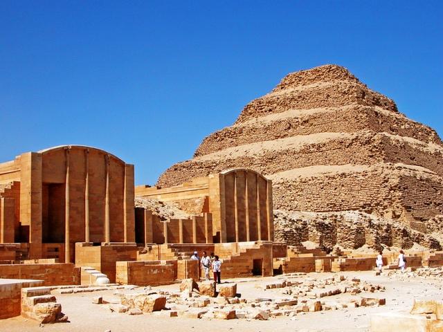 3. Ai Cập: Không ngồi ghế sau khi đi taxi một mình.