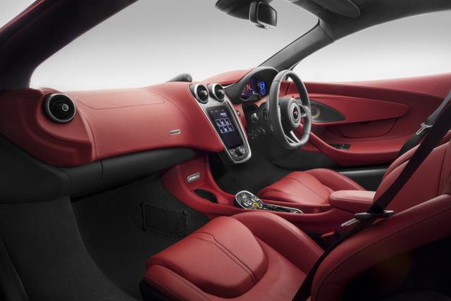 Phần nội thất bên trong của 570GT bao gồm 4 chỗ ngồi