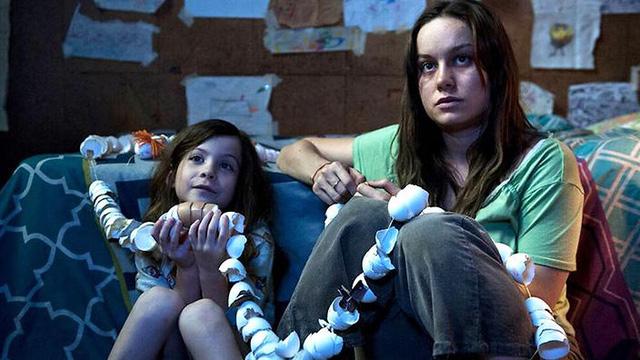 Room cũng là một trong những phim được đánh giá cao, chuyển thể từ cuốn tiểu thuyết ăn khách năm 2010 của Emma Donoghue. Phim là câu chuyện của hai nhân vật mẹ con bị giam cầm trong một căn phòng tù túng, mang đến những cảm xúc khó quên cho người xem.