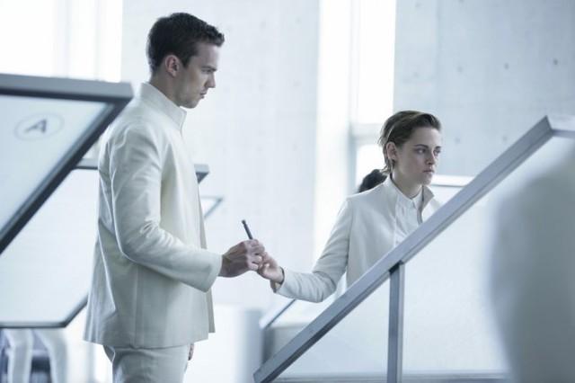 Kristen Stewart và Nicholas Hoult trong trailer phim Equals