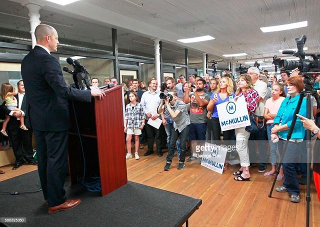 Ứng viên Evan McMullin còn rất ít thời gian cho chiến dịch tranh cử Tổng thống Mỹ.
