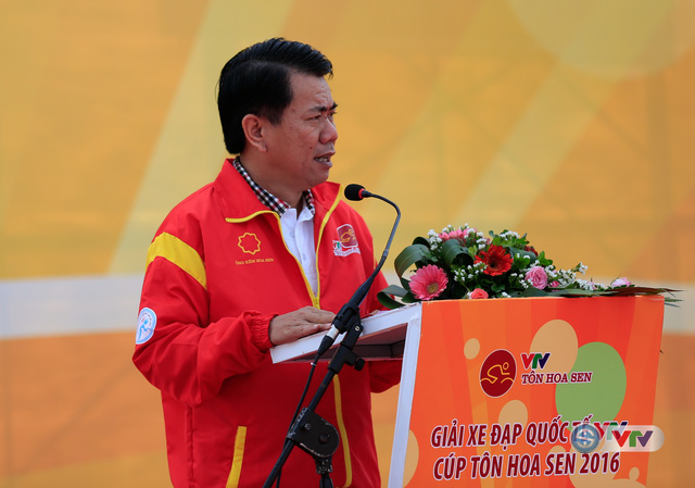 Ông Vũ Văn Thanh, Phó TGĐ Tập đoàn Hoa Sen tham dự Lễ khai mạc