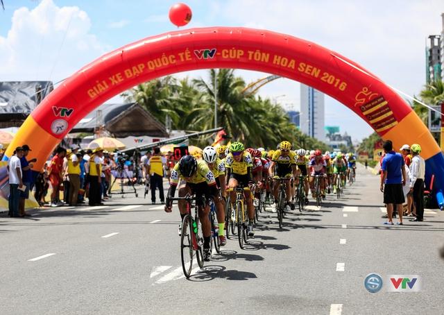 Đoàn đua nhận được sự cổ vũ rất lớn của người dân Đà Nẵng