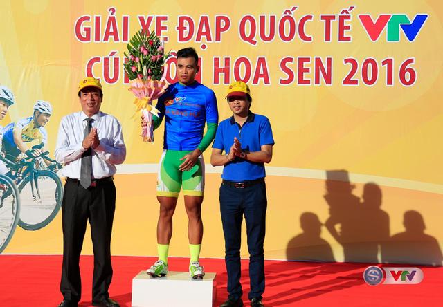 BTC Giải xe đạp Quốc tế VTV Cúp Tôn Hoa Sen 2016 trao áo xanh sau 2 chặng cho cua-rơ Trịnh Đức Tâm - GAG