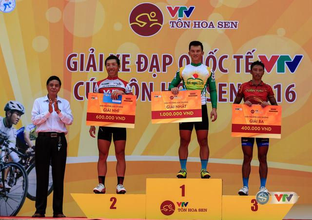 Trao giải Sprint 1 cho cáccua-rơ ở chặng 3 Giải xe đạp Quốc tế VTV Cúp Tôn Hoa Sen 2016