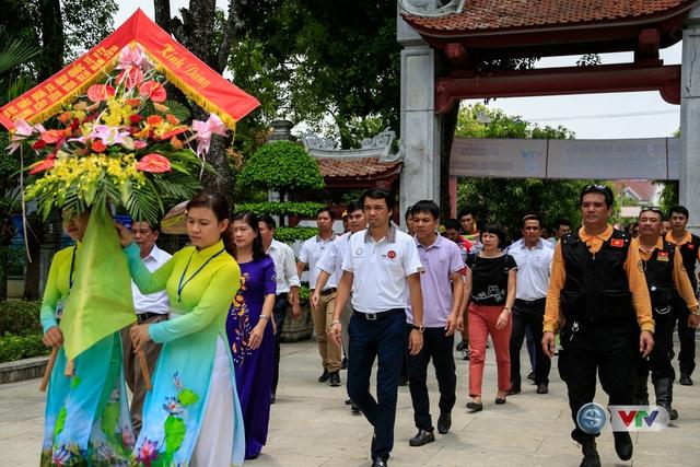 Ngay sau khi về đích, BTC đã tổ chức tới dâng hương tại nhà tưởng niệm Chủ tịch Hồ Chí Minh vĩ đại.