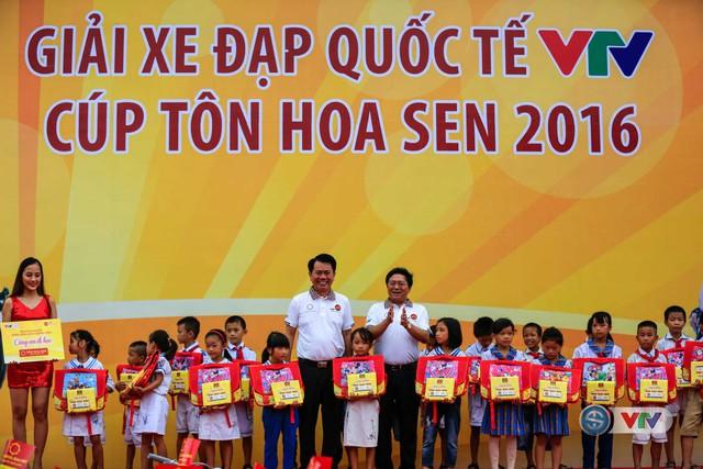 """BTC trao tặng 20 chiếc xe đạp và 30 phần quà trong chương trình """"Tôn Hoa Sen – Cùng em đi học"""" cho các em học sinh tại Nghệ An"""