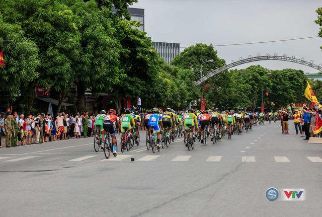 Đã có rất đông người dân Nghệ An đến cổ vũ cho đoàn đua