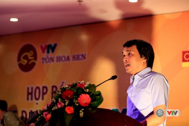 Nhà báo Phan Ngọc Tiến - Trưởng Ban Sản xuất các chương trình Thể thao, Đài THVN, Trưởng ban tổ chức Giải xe đạp Quốc tế VTV - Cúp Tôn Hoa Sen 2016 phát biểu trong buổi họp báo.