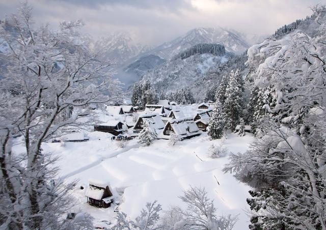 Làng Gokayama ở Nhật Bản không chỉ là nơi lưu giữ dấu ấn của lịch sử mà còn có vẻ đẹp đặc biệt giao hòa với thiên nhiên.