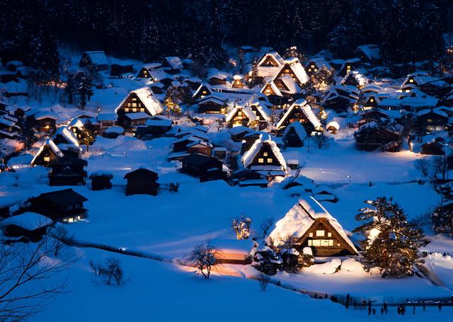 Làng Shirakawa ở Nhật Bản như được xây dựng dựa theo hình ảnh trong những câu truyện cổ xa xưa.