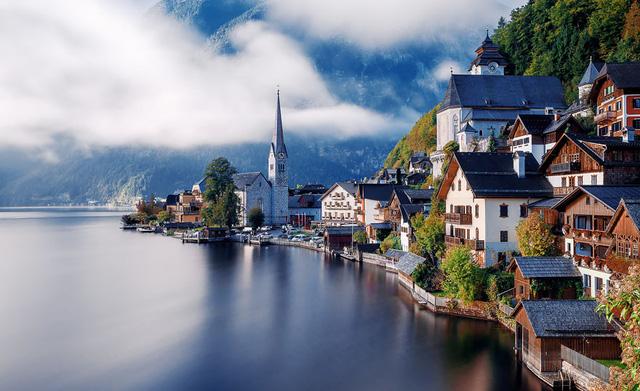 Ngôi làng Hallstatt ở Áo còn lưu giữ lại nhiều dấu ấn của kiến trúc, văn hóa từ năm 800 Trước Công nguyên.