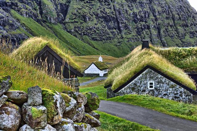 Làng Gasadalur ở đảo Faroe sở hữu quang cảnh tĩnh mịch và như được dựng nên từ những câu truyện trong các trang sách.