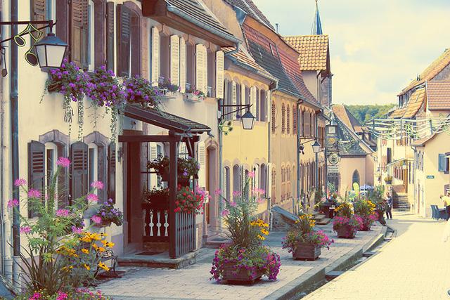 Làng La Petite-Pierre ở Pháp mang vẻ mộng mơ đầy chất thơ.