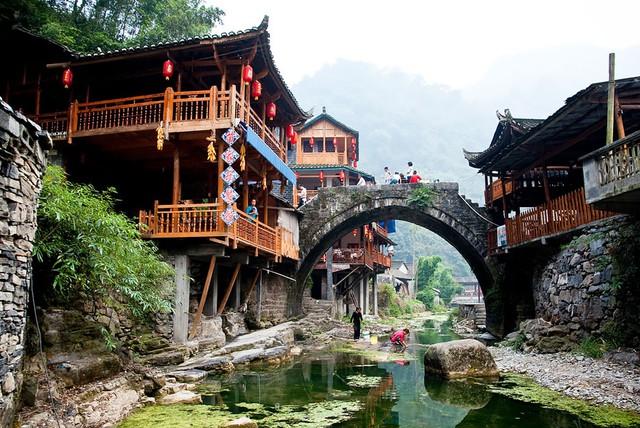Làng Dehang ở Trung Quốc cũng mang vẻ đẹp hữu tình với khung cảnh đậm chất xa xưa.