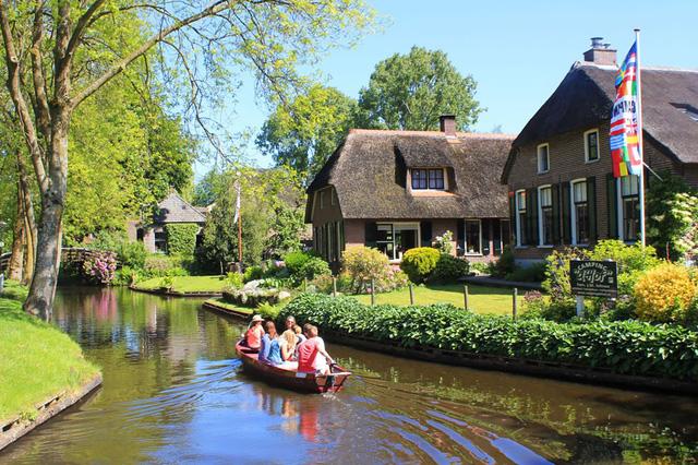 Danh sách những ngôi làng cổ tích trên thế giới chắc chắn không thể thiếu cả cái tên Giethoorn ở Hà Lan.