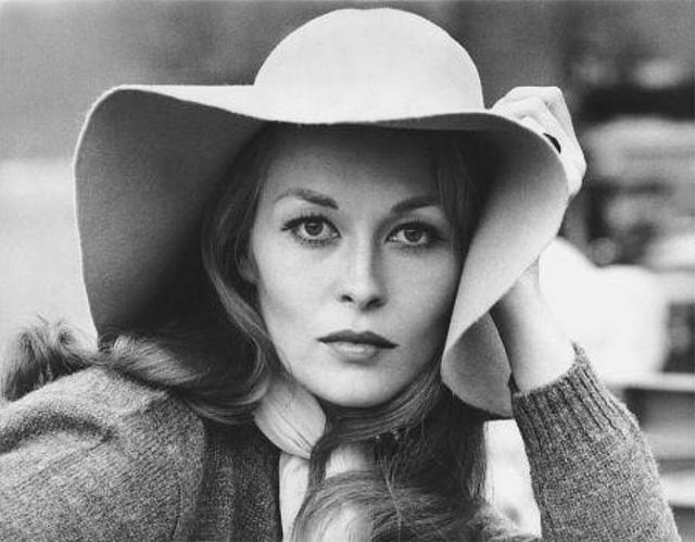 Faye Dunaway là người đẹp quyến rũ của Hollywood những năm 1960. Bà gây chú ý qua các phim như Chinatown, Bonnie & Clyde, Network.