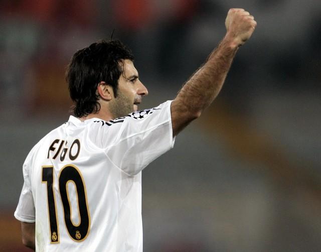 Luis Figo là thương vụ gây tranh cãi bậc nhất trong lịch sử Barca và bóng đá TG
