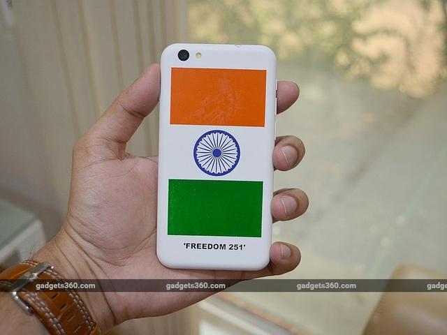 Mặt sau của Freedom 251 in quốc kỳ Ấn Độ nhưng khẳng định đây là sản phẩm của đất nước đông dân thứ 2 thế giới