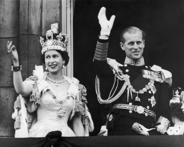 Nữ hoàng Anh Elizabeth II và hoàng tử Philip ngày 2/6/1953. (Ảnh: goodhousekeeping)