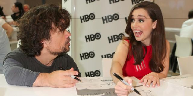 Emilia Clarke và Peter Dinklage (Tyrion Lannister) trong một buổi giao lưu với người hâm mộ