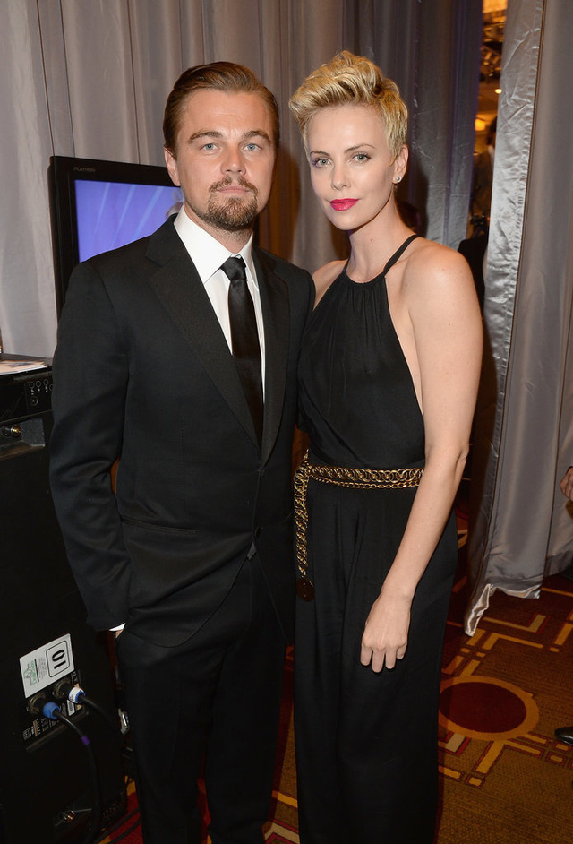 Ở GLAAD Media Awards 2013, Leo xuất hiện và lưu lại khoảnh khắc bên người đẹp Charlize Theron.