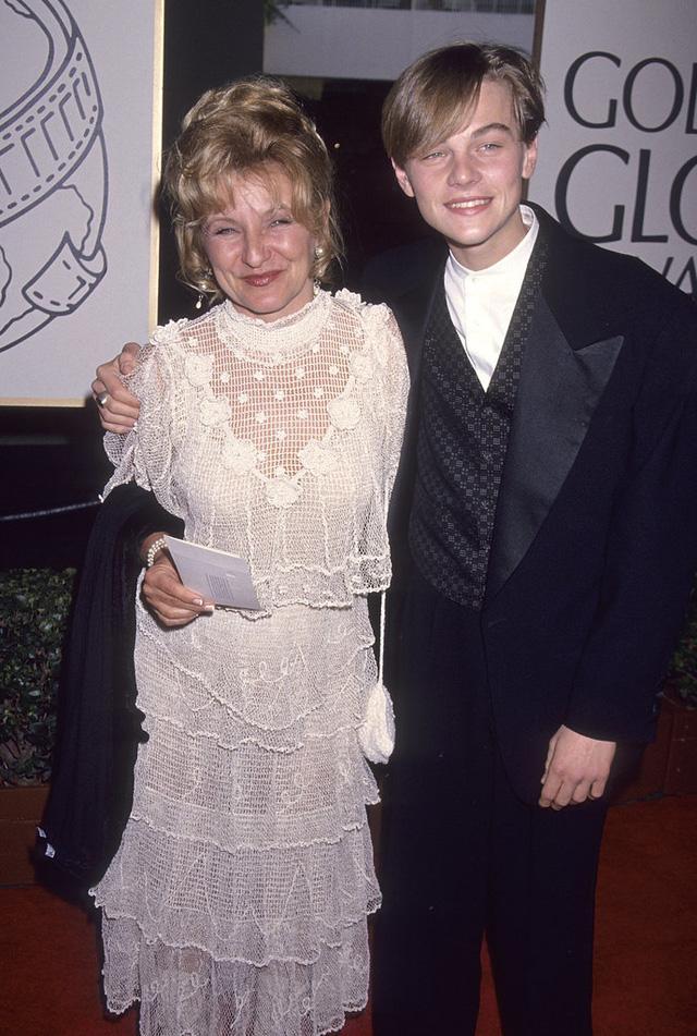 Leonardo DiCaprio trẻ trung và lãng tử trên thảm đỏ Quả cầu vàng 1994.