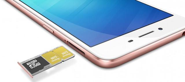 Khay SIM tích hợp 3 khe cắm độc đáo chứa được 1 thẻ nhớ microSD và 2 nanoSIMs