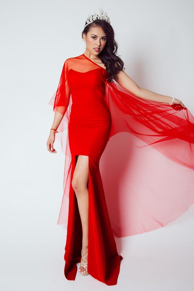 Người đẹp Cambodia - Virginia Prak - đoạt danh hiệu Á hậu 1 Toàn cầu 2015. Cô sở hữu vẻ đẹp Á Đông cùng ngoại hình đầy đặn.