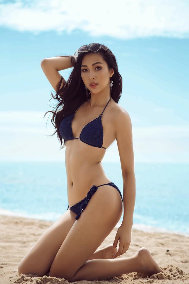 Sau khi đăng quang ngôi vị Hoa khôi áo dài, Diệu Ngọc vấp nghi vấn quá tuổi tham gia Hoa hậu Thế giới 2016. Người đẹp cùng đại diện công ty Elite đã lên tiếng phủ nhận thông tin này và cho biết tuổi của ứng viên dự thi Hoa hậu Thế giới được tính theo tháng, chứ không theo năm như ở Việt Nam.