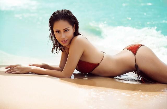 Á khôi Yến Nhi sinh năm 1992, cao 1,75 m, số ba vòng 87 - 64 - 95. Cô sở hữu vẻ đẹp mạnh mẽ, cá tính cùng hình thể cân đối.