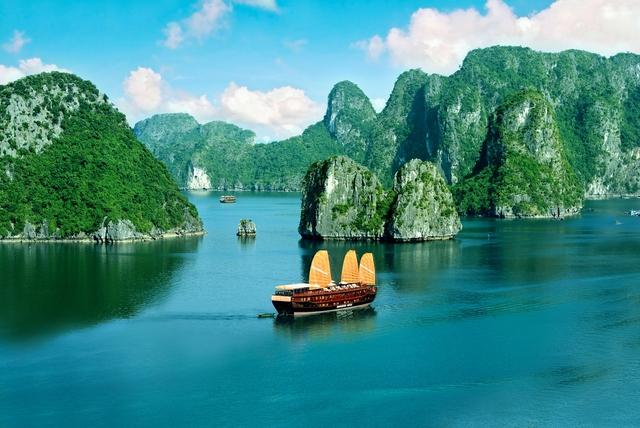 Vịnh Hạ Long. (Ảnh: hanoitourist.com.vn)
