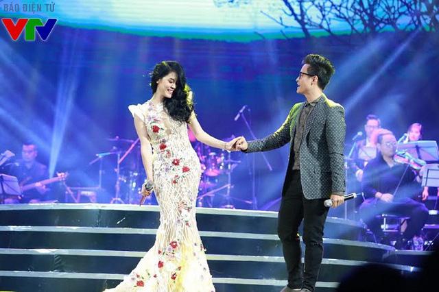 Ca sĩ Hà Anh Tuấn xuất hiện giản dị song ca cùng Thu Phương ca khúc Hai chúng ta.