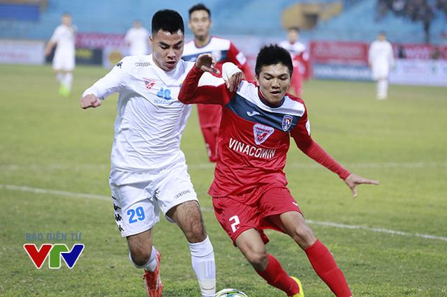 Trận đấu trên sân Hàng Đẫy diễn ra sôi nổi khi 2 đội đều quyết tâm giành trọn 3 điểm ở trận này.