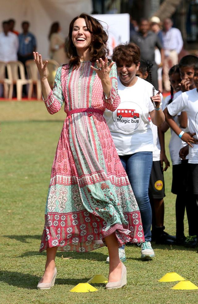 Trong một sự kiện thể thao ở Mumbai (Ấn Độ), cô thu hút mọi ánh nhìn bằng vẻ đẹp tự nhiên, gần gũi với thiết kế váy của Anita Dongre.