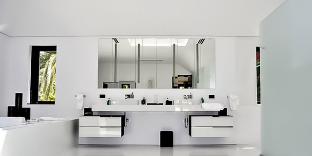 Nội thất bên trong căn biệt thự cũng được thiết kế với phong cách hiện đại, sang trọng.