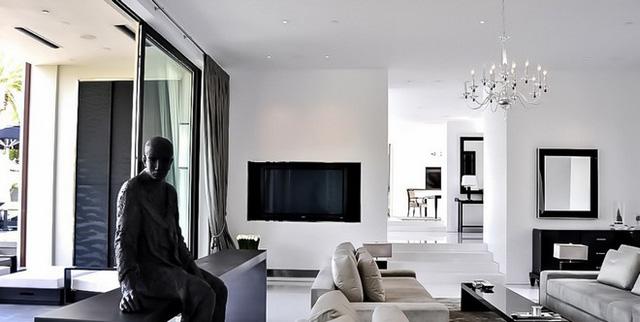 Tuy nhiên, là một người khó tính, Simon Cowell vẫn chưa thực sự ưng ý với những thiết kế bên trong biệt thự dù mọi thứ đã được hoàn thiện chỉn chu.